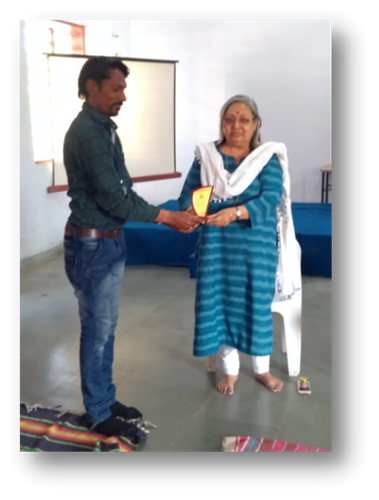 Prize distribution ceremony - Winners - Musical Chair - with the MT- Smt.Shrutiben Shroff presentin